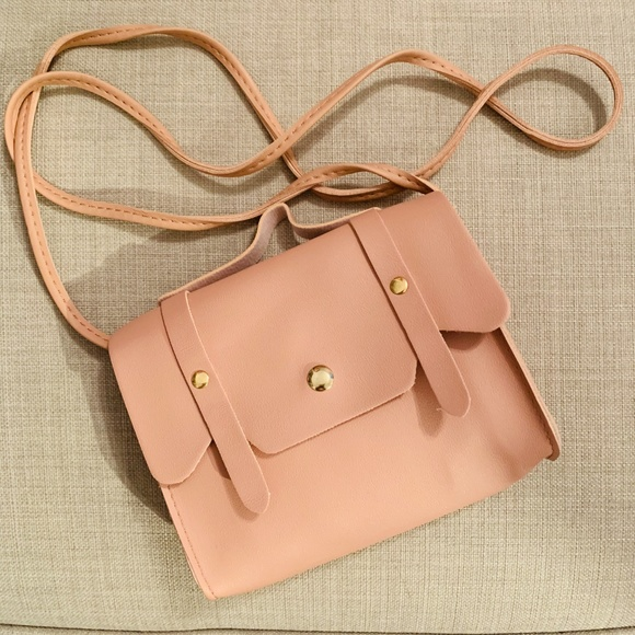 Other - NEW Pink Macaroon Clamshell Crossbody